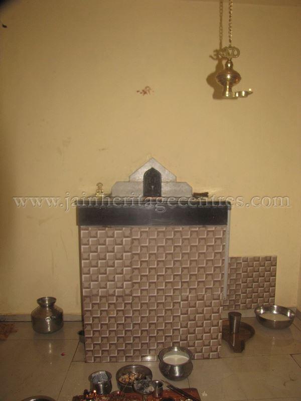 jain_idols_and_temples_at_alaguru_-_jamakhandi_taluk_-_bagalkote_dsitrict_-_karnataka_-_india_20160515_1083402499