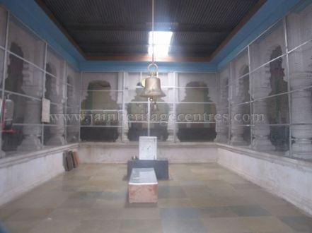 jain_idols_and_temples_at_alaguru_-_jamakhandi_taluk_-_bagalkote_dsitrict_-_karnataka_-_india_20160515_1325706682