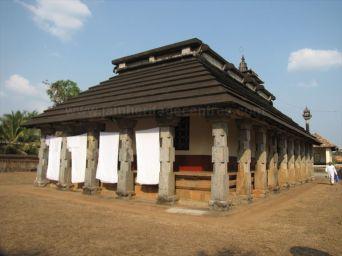 shanthinatha_basadi_venur_20120801_1388750749