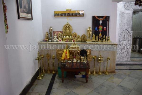 sri_chandraprabhu_swamy_digambar_jain_temple_-_tovinakere_20160515_1292749091