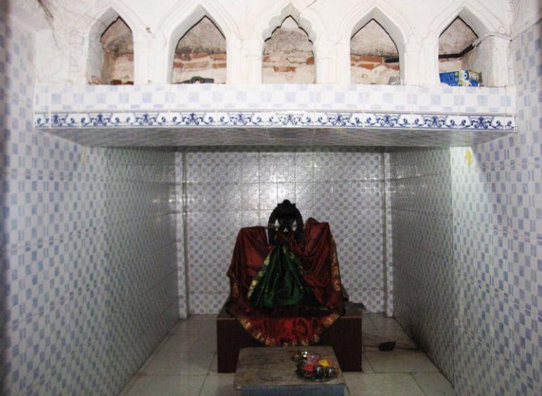 sri_kashtaharana_parshwanatha_swamy_digambar_jain_temple_-_nidugal_20120419_1450967673
