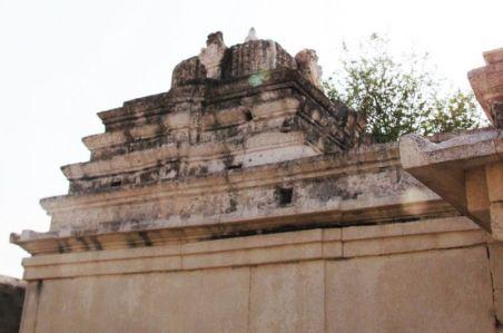 sri_kashtaharana_parshwanatha_swamy_digambar_jain_temple_-_nidugal_20120419_1494614627