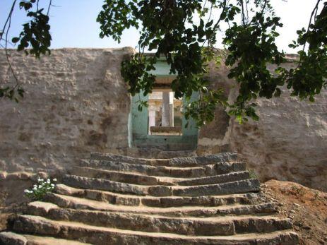 sri_kashtaharana_parshwanatha_swamy_digambar_jain_temple_-_nidugal_20120419_1950900434