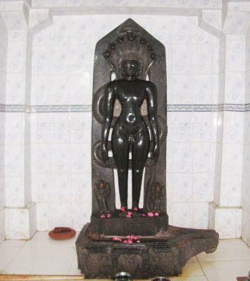 sri_kashtaharana_parshwanatha_swamy_digambar_jain_temple_-_nidugal_20120419_1978671104