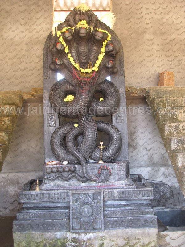 sri_parshwanath_swamy_and_padmavati_devi_digmabar_jain_temple_-_vadanabylu_20160515_1245761315