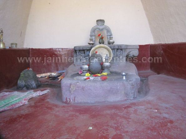 sri_parshwanath_swamy_digambar_jain_basadi_-_kalkanduru_-_karnataka_20160515_1360047949