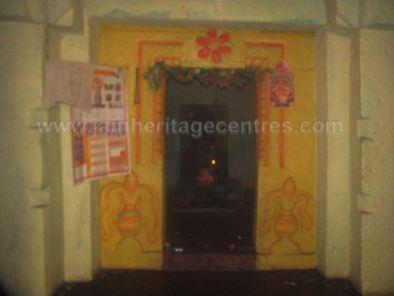 sri_shanthinath_and_anathanath_swamy_digambar_jain_temple_-_kandikere_20160515_1473284025