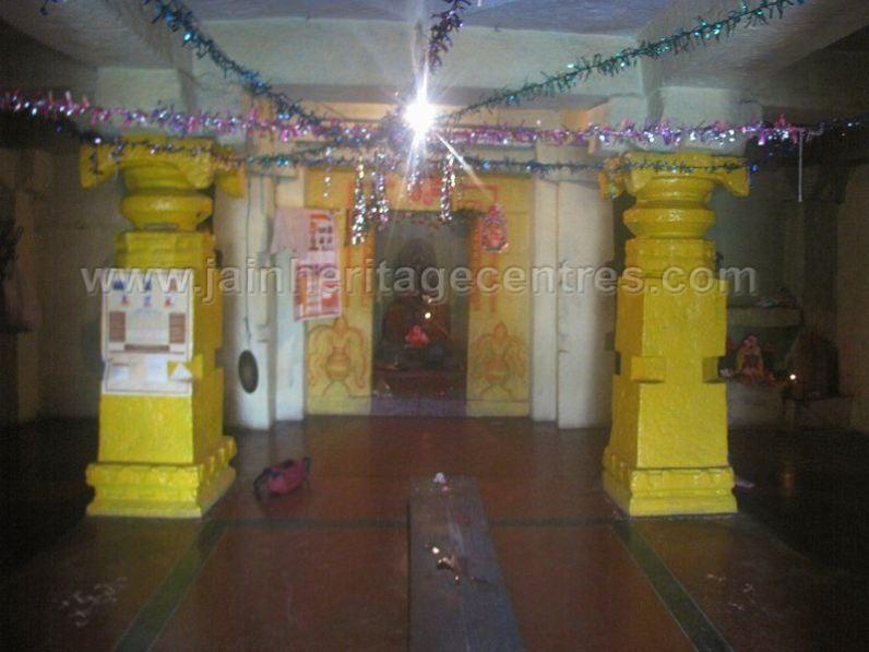 sri_shanthinath_and_anathanath_swamy_digambar_jain_temple_-_kandikere_20160515_1498902346