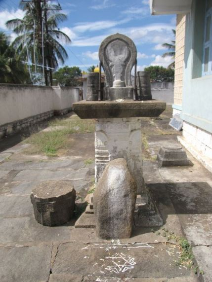 sri_shantinath_swamy_digambar_jain_temple_bidugalu_20130218_1463620284