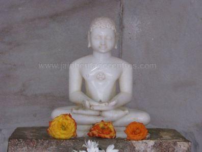 sri_suparshwanath_swami_digambar_jain_temple_midigeshi_karnataka_india_20130218_1076535650