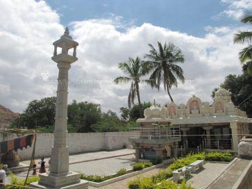 sri_suparshwanath_swami_digambar_jain_temple_midigeshi_karnataka_india_20130218_1827870804