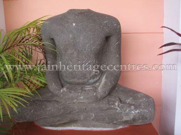 ruined_jain_tirthankar_idols_at_state_archaeology_museum_-_mysore_20160628_1729291379