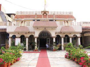 shri_parshwanath_digambar_jain_temple_-_vahalna_20120419_1341698894