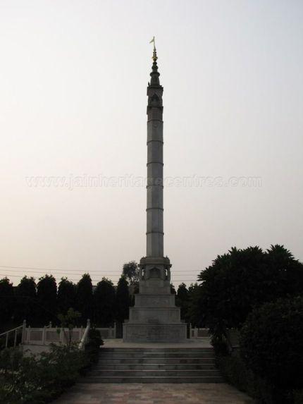 shri_parshwanath_digambar_jain_temple_-_vahalna_20120419_1942099936