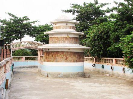 sri_1008_parswanath_swamy_digambar_jain_temple_atishaya_kshetra_vahalna_uttar_pradesh_20120419_1781358809
