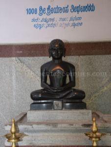 sri_parshwanath_digambar_jain_temple_-_chikkanakodige_-_karnataka_20160515_1267300546