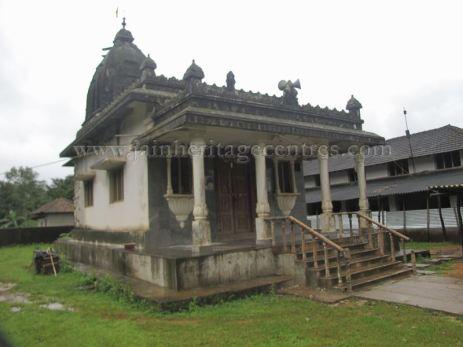 sri_shanthinath_swamy_digambar_jain_temple_-_halasasi_20160515_1561610436