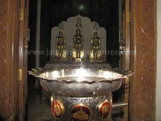 sri_shanthinath_swamy_digambar_jain_temple_-_halasasi_20160515_1674680741