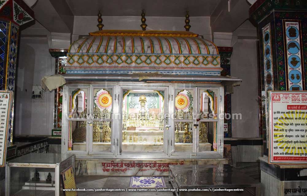 Chaturmukha Nandishwara idols at Adinath Digambar Jain Temple.