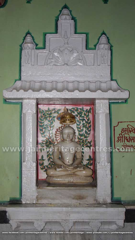 Tirthankar idol in Padmasana at Adinath Digambar Jain Temple.