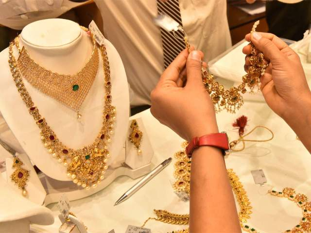 seized jewelry auction