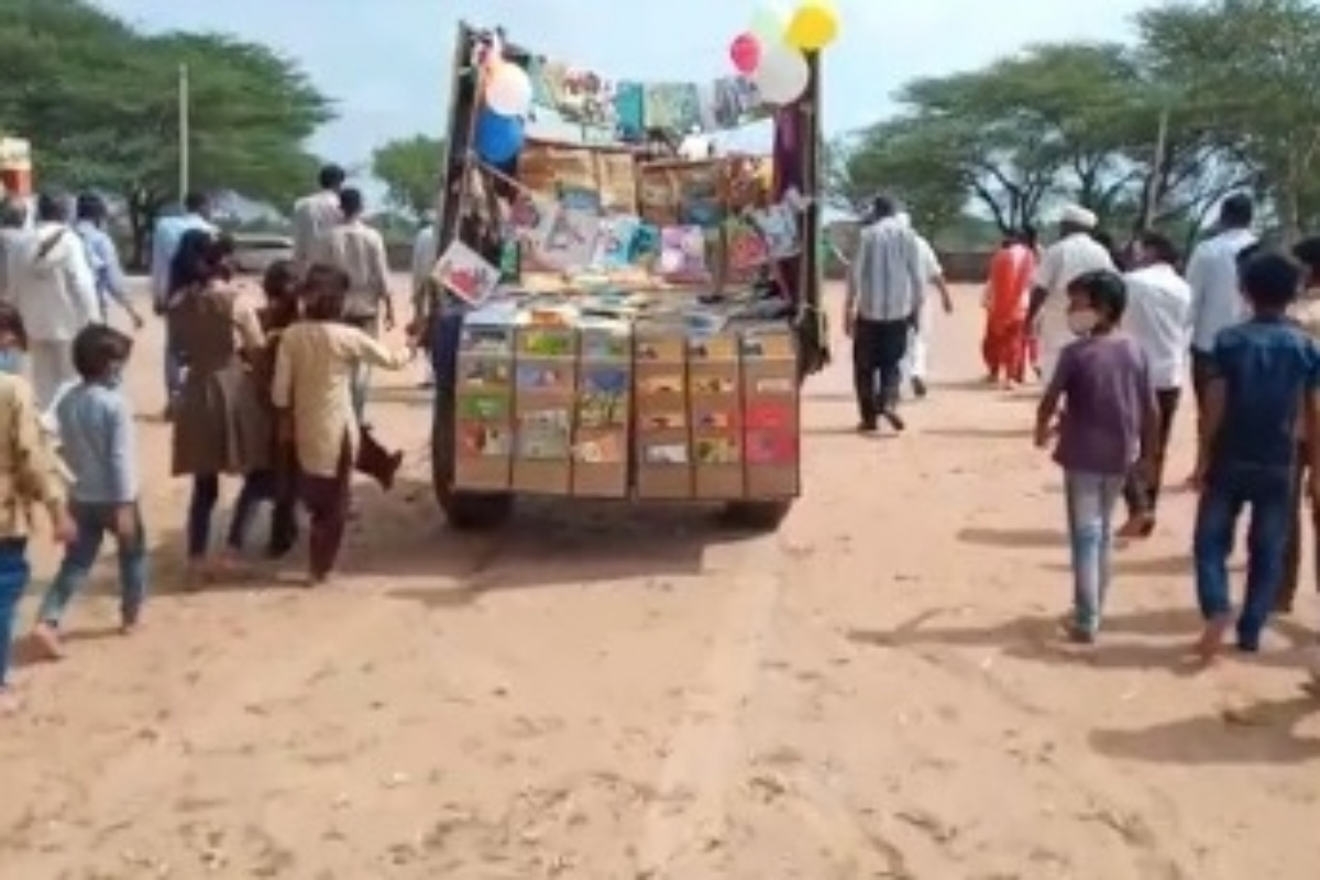 mobile library on camels in Rajasthan
