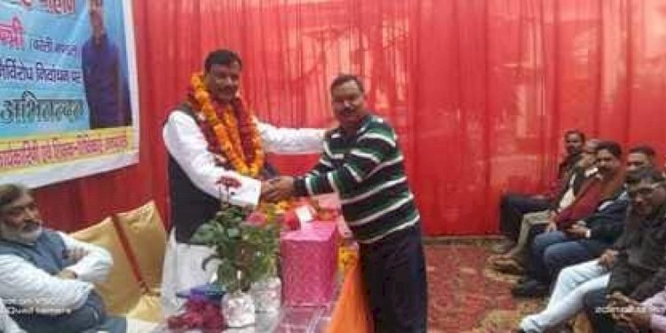 Primary Teachers Association Mandal Minister Mukesh Singh Chauhan welcome in Fatehganj Purvi