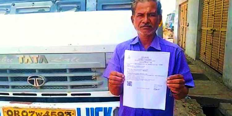 truck driver fined Rs 1000 for not wearing helmet