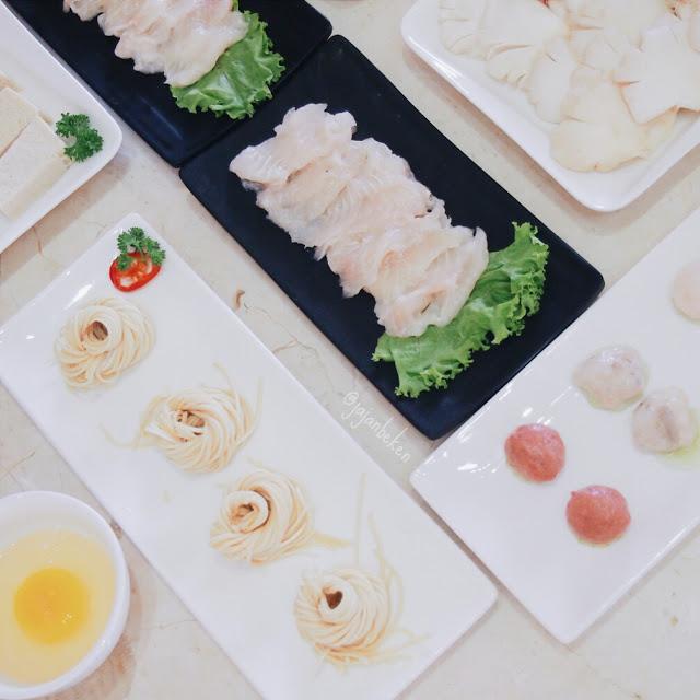 Ikan, sayur dan dagingnya dari bahan berkualitas dan terjaga kesegarannya.