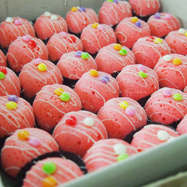 Bolu Kukus Mini (IDR 25K/box).