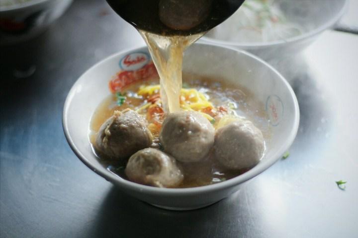 jajanbeken bakso populer di jakarta barat bakso mas kumis djarum petamburan 1