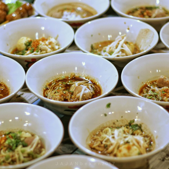 jajanbeken boat noodle thailand