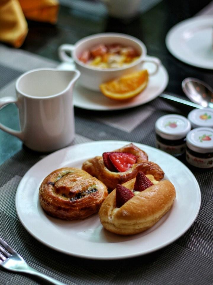 shangri-la jakarta breakfast