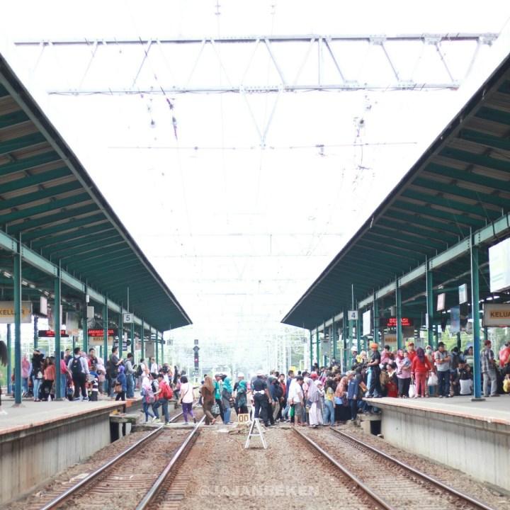 jajanbeken krl commuter line tanah abang
