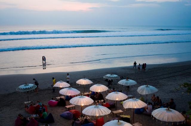 pantai seminyak bali, jakartatraveller.com