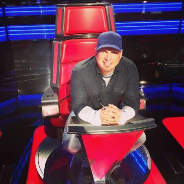 """Country superstar Garth Brooks is the latest superstar to advise """"The Voice: Season 11"""" Top 12. (Photo property of NBC)"""