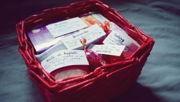 Koszyczek z drobiazgami – jak zrobić fajny prezent na ślub