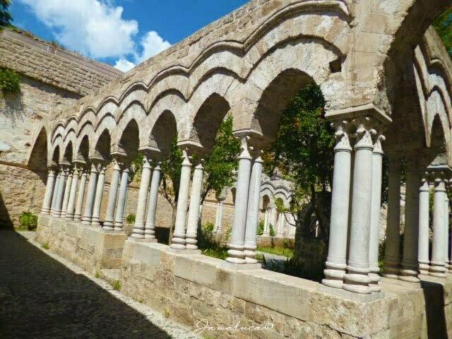 Chiostro della Chiesa di San Giovanni degli Eremiti