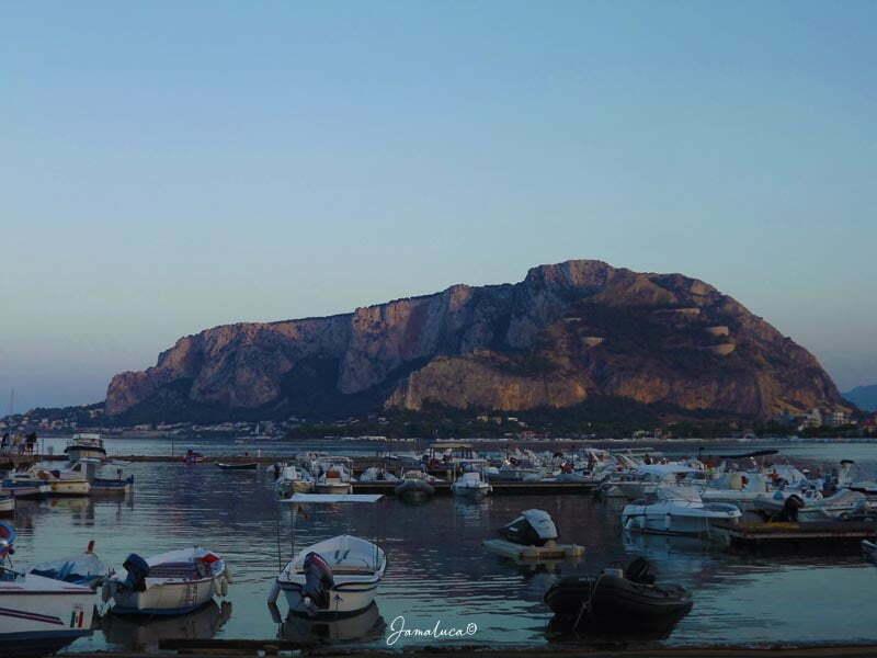 Monte Pellegrino visto da Mondello