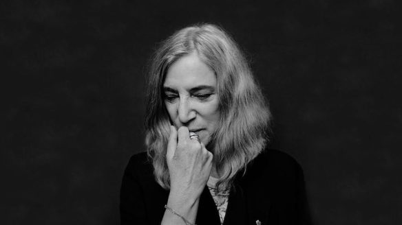 https://i2.wp.com/www.jambase.com/wp-content/uploads/2017/04/patti-smith-patti-smith-c6a26abd-7c46-4276-b5bb-6aa6076a5d03_37551_TABLET_LANDSCAPE_16_9-1480x832.jpg?resize=584%2C328&ssl=1