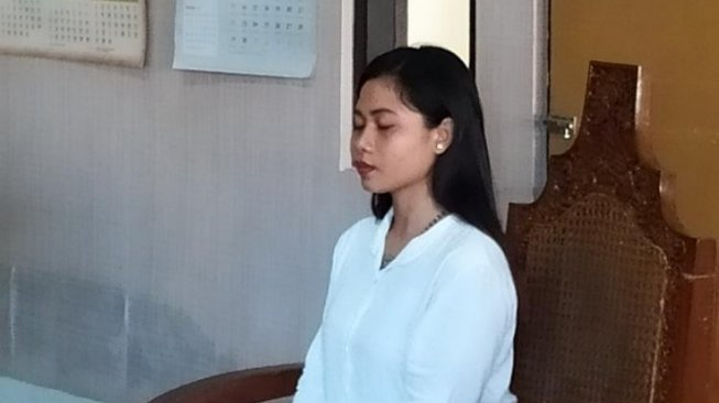 Isabel Carla Chrstina, Karangasem, Bali. [Beritabali]