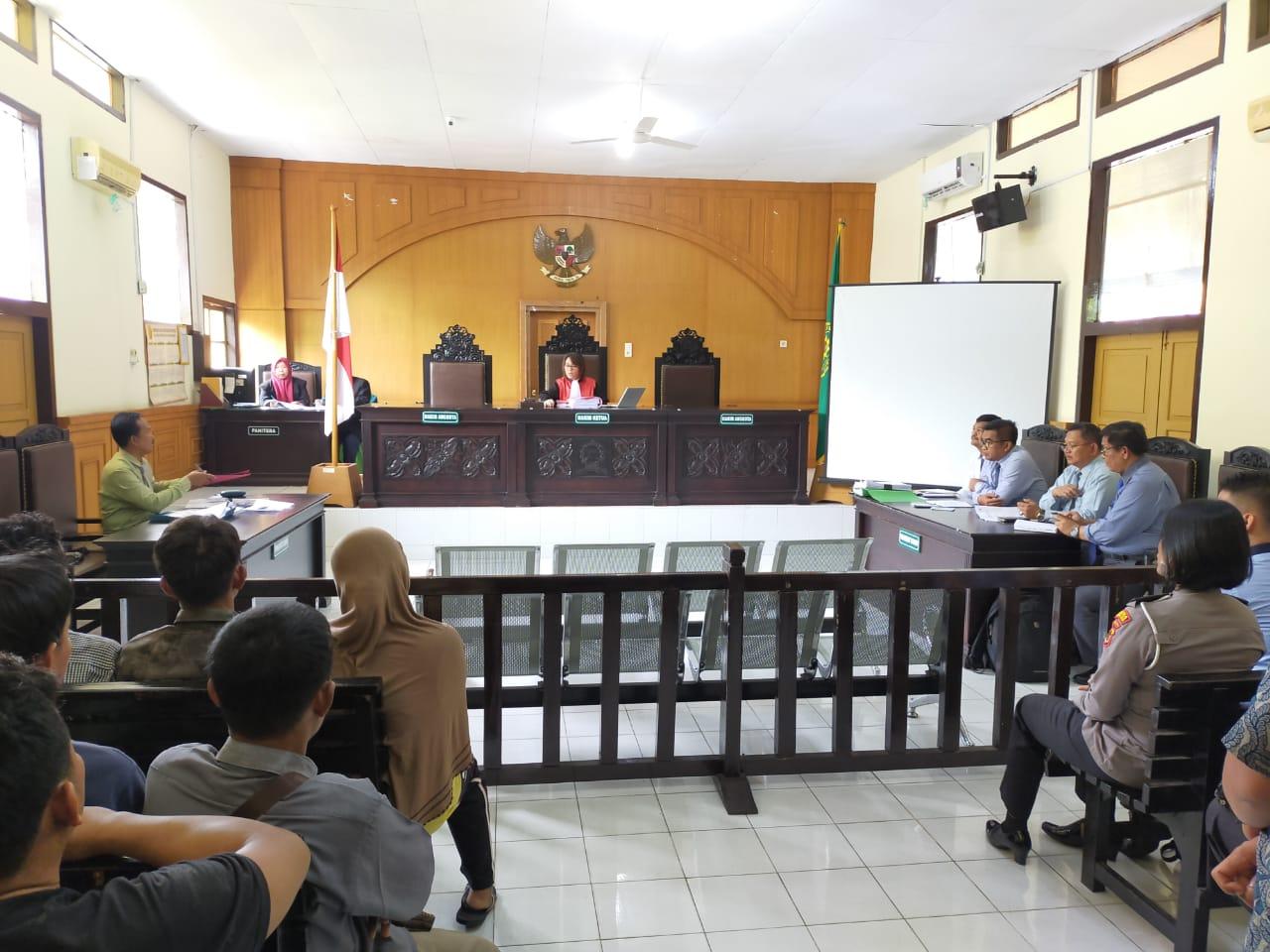 Rangkaian persidangan di pengadilan negeri Muara bulian. Foto: Rizki/Jambiseru.com