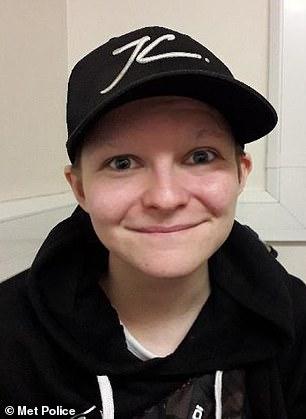 Gemma Wats, perempuan 21 yang nyamar jadi cowok usia 16 tahun. Ia sudah mencabuli sekitar 50 gadis lewat penyamarannya. Foto: Dailymail.co.uk