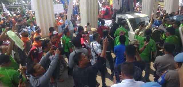 demo di kantor gubernur