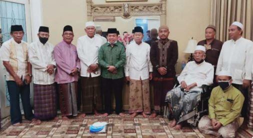 Al Haris foto bersama Hasip Kalimuddin Syam di kediamannya. (Ist)