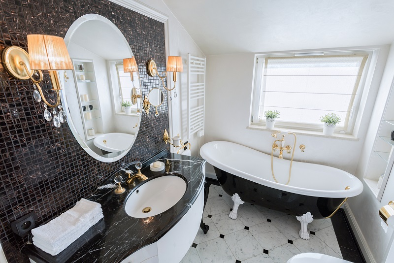 Black and White Bathrooms are Trending