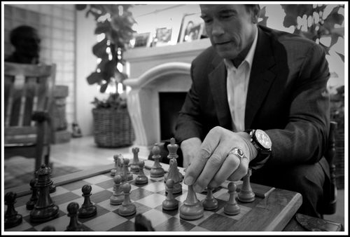 (gratuitous Arnold Schwarzenegger playing  chess photo)