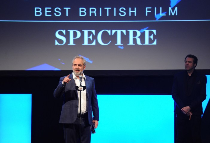 Sam Mendes recebe o Empire Awards por 007 Contra SPECTRE © Getty Images Europe