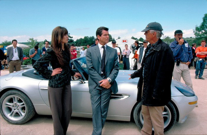Sophie Marceau, Pierce Brosnan e Michael Apted