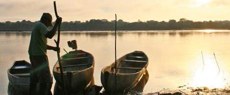 IMG_18_Antonio-and-canoes-cropped